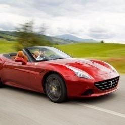 Ferrari California T sulle strade di Maranello